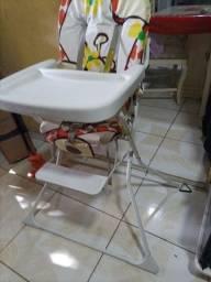 Título do anúncio: Cadeira de alimentação da marca Galzerano bem conservada.