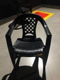 Título do anúncio: Vendo jogo de cadeira plástica preta