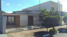 Casa no centro de Cosmópolis-SP, ótima localização. (CA0058)