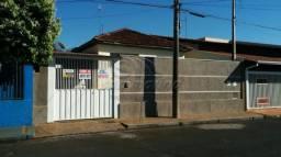 Casa à venda com 3 dormitórios em Centro, Jaboticabal cod:V2162