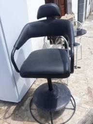 Vendo cadeira de salão conservada só não faz girar sou de lagarto