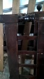 2 camas de solteiro de madeira boa ( Massaranduba)