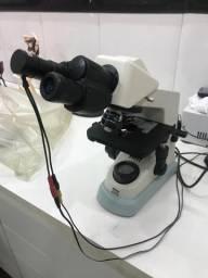 Microscópio Nikon E100
