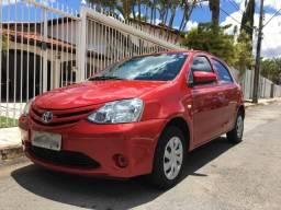 Toyota Etios pouco rodado e com IPVA 2019 quitado! - 2017