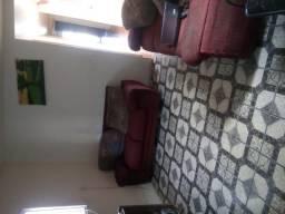 Casa ampla,com 3 quartos ,bem arejada ,janela em todos comodos ,area serviço