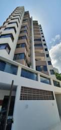 Apartamento com 3 suítes, localizado no Centro de Florianópolis