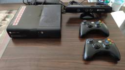 Xbox 360 c/ Kinect e 2 Controles