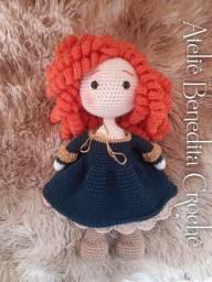 Boneca em crochê Princesa Mérida