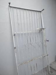 Título do anúncio: Grade de ferro para porta