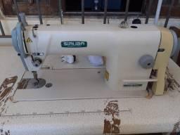 Título do anúncio: Vendo duas Maquinas de costuras,uma reta e uma Overlock