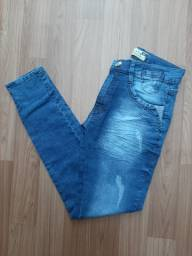 Calça jeans masculina tamanho 38. Veste em adolescentes tbm.