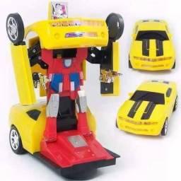 Carro Camaro Amarelo Transforma e Vira Robô Emite Luz Som Transformers
