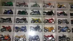 Carrinhos e motos da colecao super !!