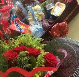 Cesta de café da manhã + flores entrega grátis + brinde