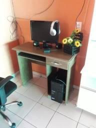 Vendo mesa para computador 200$ reais