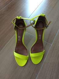 Sandália Santa Lolla amarela