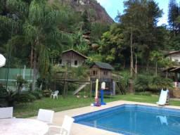 Casa para confraternizações 13 suítes Correas -Petrópolis-Fins de semana