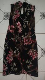 Vestido floral de gola