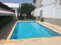 Casa com 5 quartos e piscina grande, na Avenida Borba, Cachoeirinha