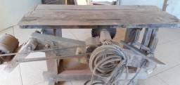 Máquina de corta madeira