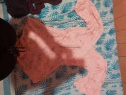 Macacão e um vestido