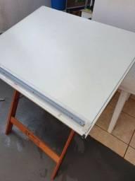 Mesa de desenho com cavalete