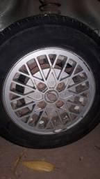 Título do anúncio: Vendo essas rodas da Ford pneus bons