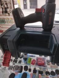 Título do anúncio: Vemdo maquina de copiar chaves e uma furadeira boch a bateria