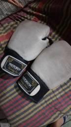 Título do anúncio: Luvas de boxe usada