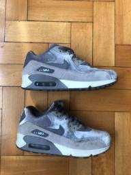 Tênis Nike air max em veludo