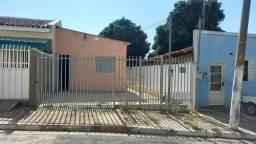 Alugo Ótima Casa no Bairro Dom Aquino, 02 Quartos.