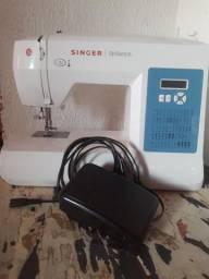 Máquina de costura Singer brilliance semi Nova