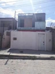 Duas casas (primeiro andar ) preço negociável