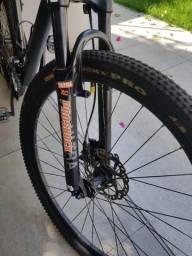 Bicicleta com Kit Shimano SLX (aro 26)