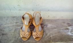 Tres sandalhas de salto tamanho 36 e 37