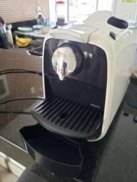 Cafeteira Delta Q semi nova branca