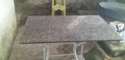 Mesa usada no parq Vitória próximo a Praça do rodao