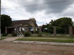 Casa alto padrão com 5 suítes semi-mobiliada com piscina em Tramandaí