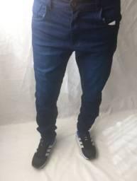 Calça jeans e calça moletom masculina