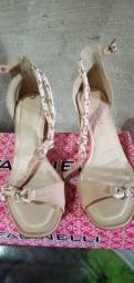 Vendo esta linda sandália via scarpa