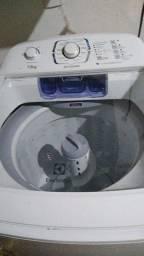 Título do anúncio: Vendo lavadora Electrolux 13 kg motivo de viagem