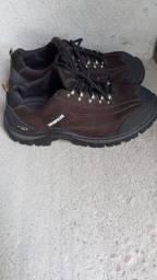 Título do anúncio: Vendo uma bota Cat pilar nm 42 e  um alicate amperímetro completo