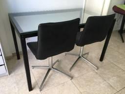 Mesa Metal Tampo De Vidro Temperado + Duas Cadeiras Giratórias Tok&stok