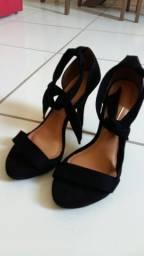 Sandália modelo Gisele semi nova