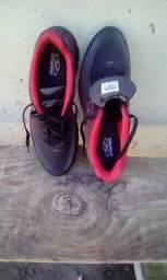 Olimpikus preto e vermelho tamanho 42