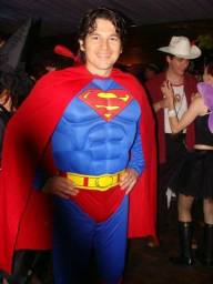 Fantasia do Super-Homem com enchimentos