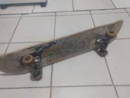 Skate com mesa e trukes crail (uma mesinha tem um detalhe aonde vai o parafuso)