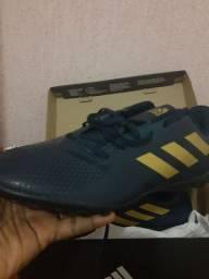 Chuteira Adidas nova tamanho 46