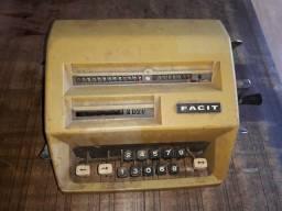 Título do anúncio: Calculadora antiga mecânica facit