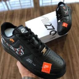 Nike AirForce 1 Preto - Masculino/Feminino - Hype!
